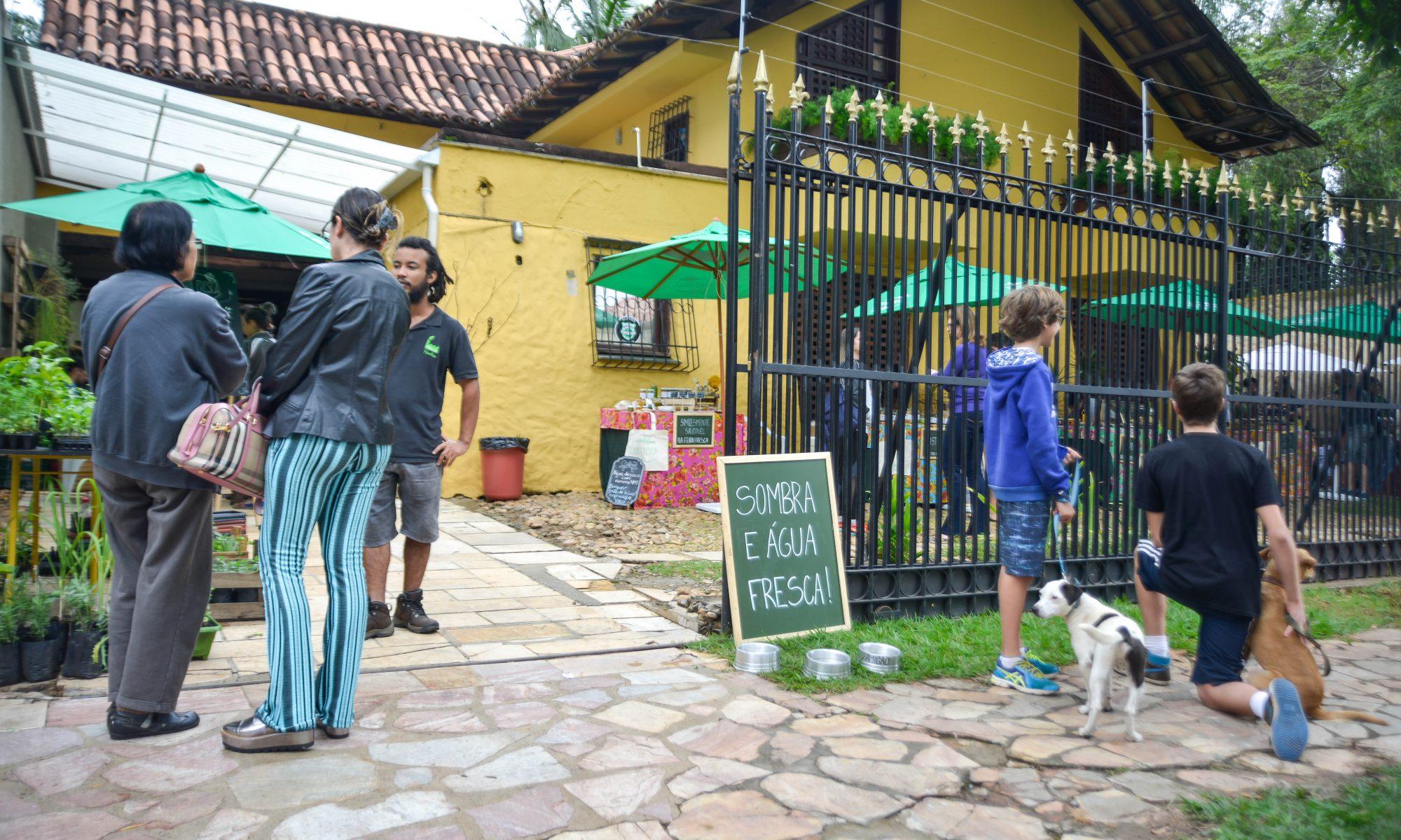 Casa Amarela Feira Fresca no São Bento