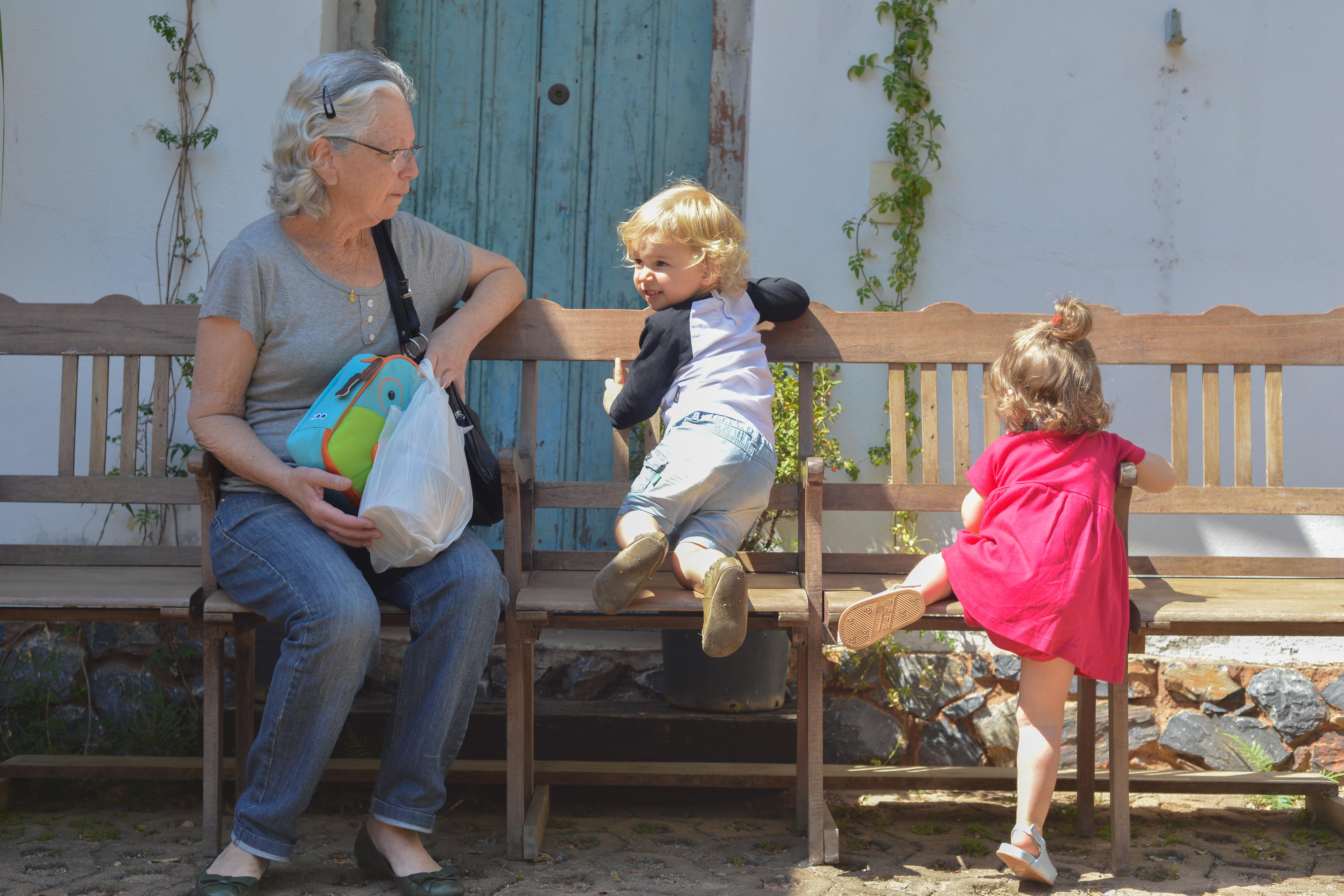 Vovó e netinhos - Feira Fresca Vila211