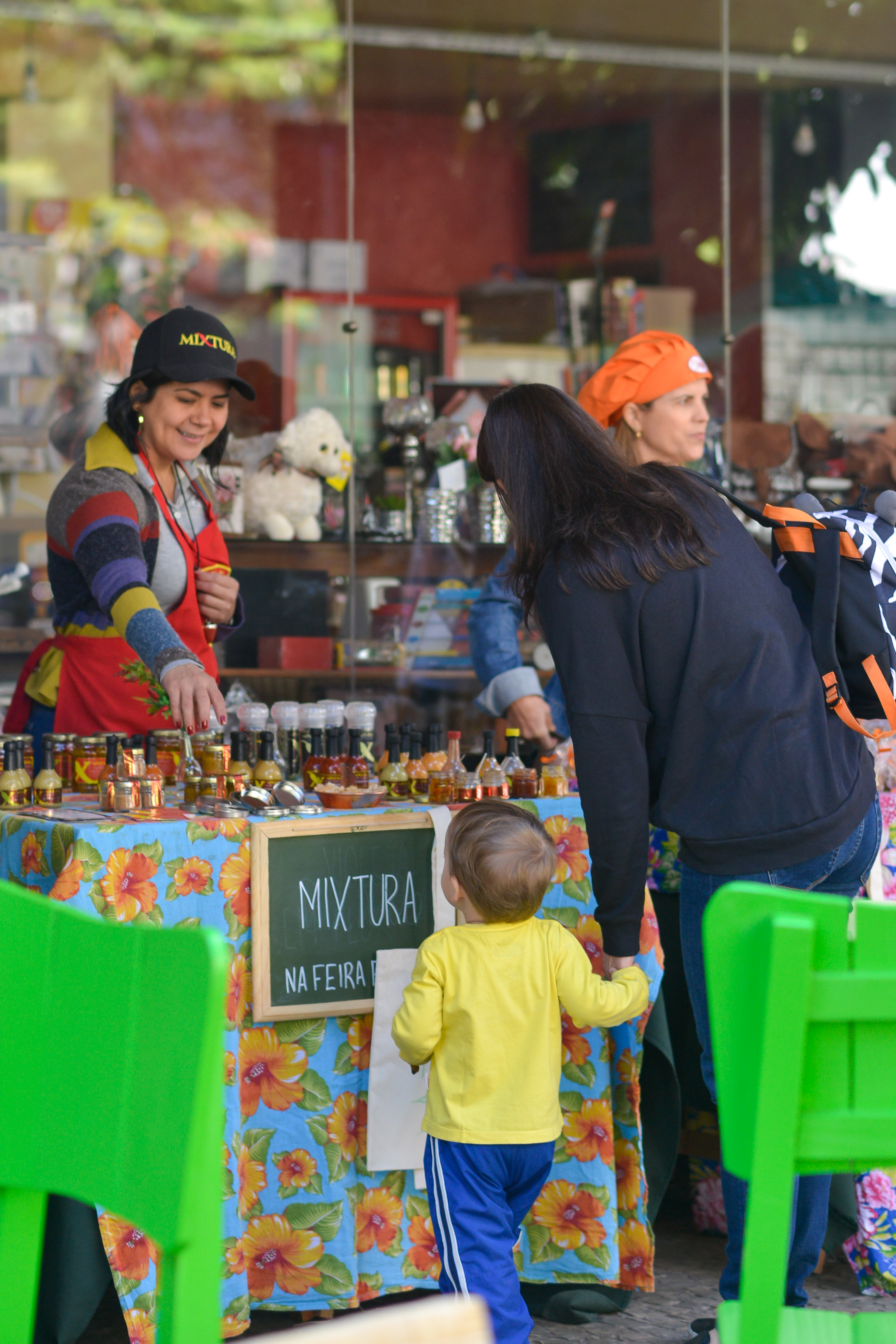 Criança e MiXtura na Feira Fresca do Incontrês