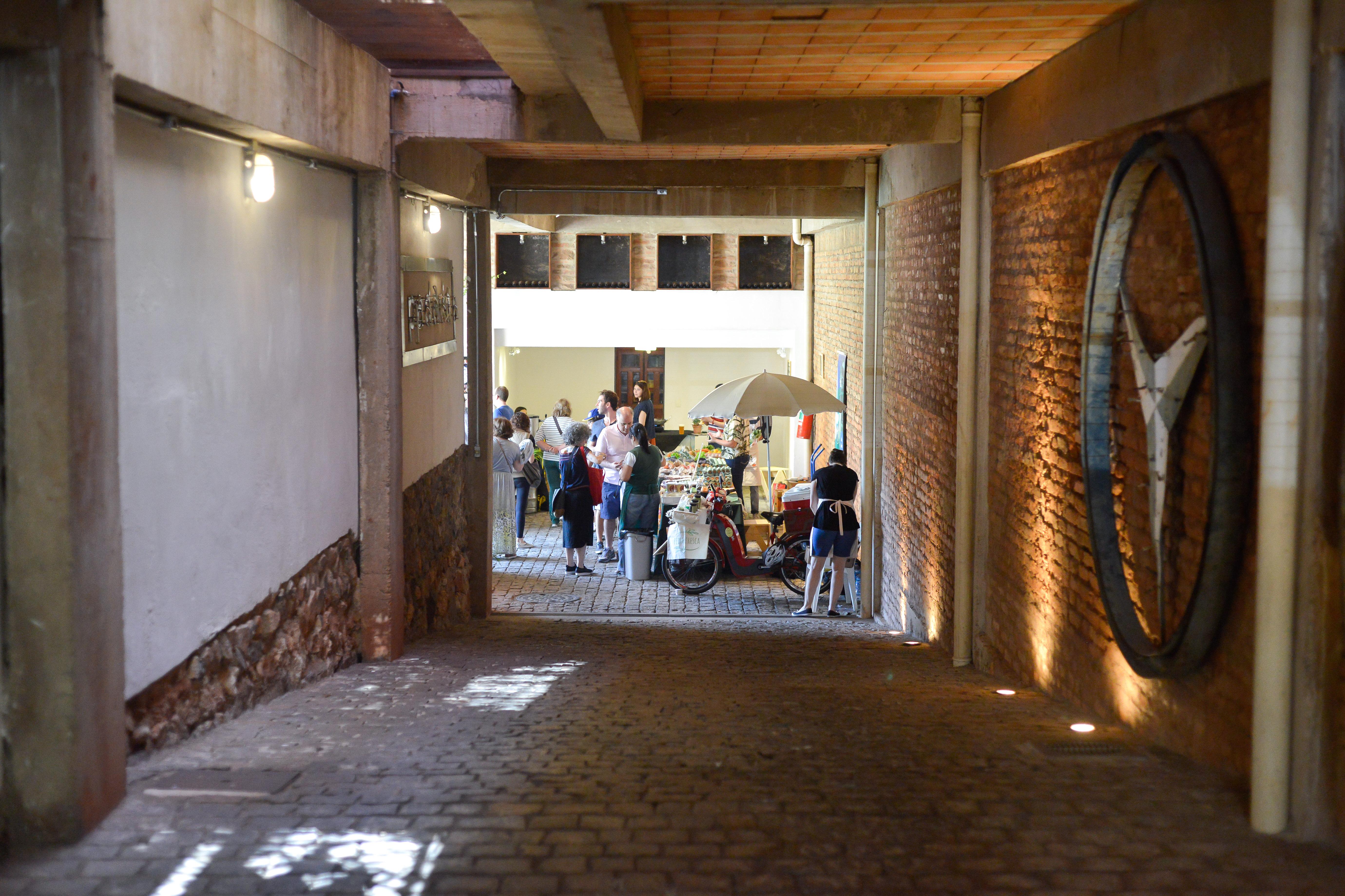 Túnel Entrada Vila 211 - Feira Fresca