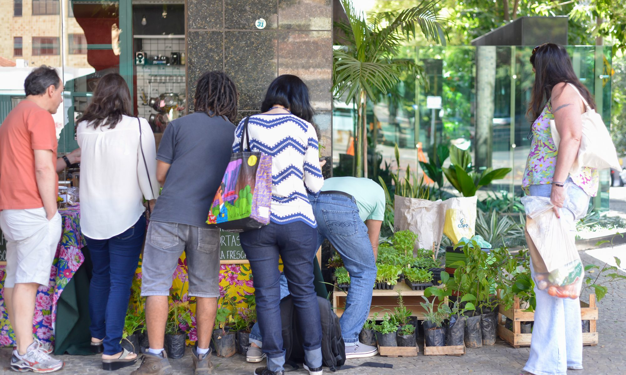 Fábrica de Hortas na Feira Fresca no Spiral com Café