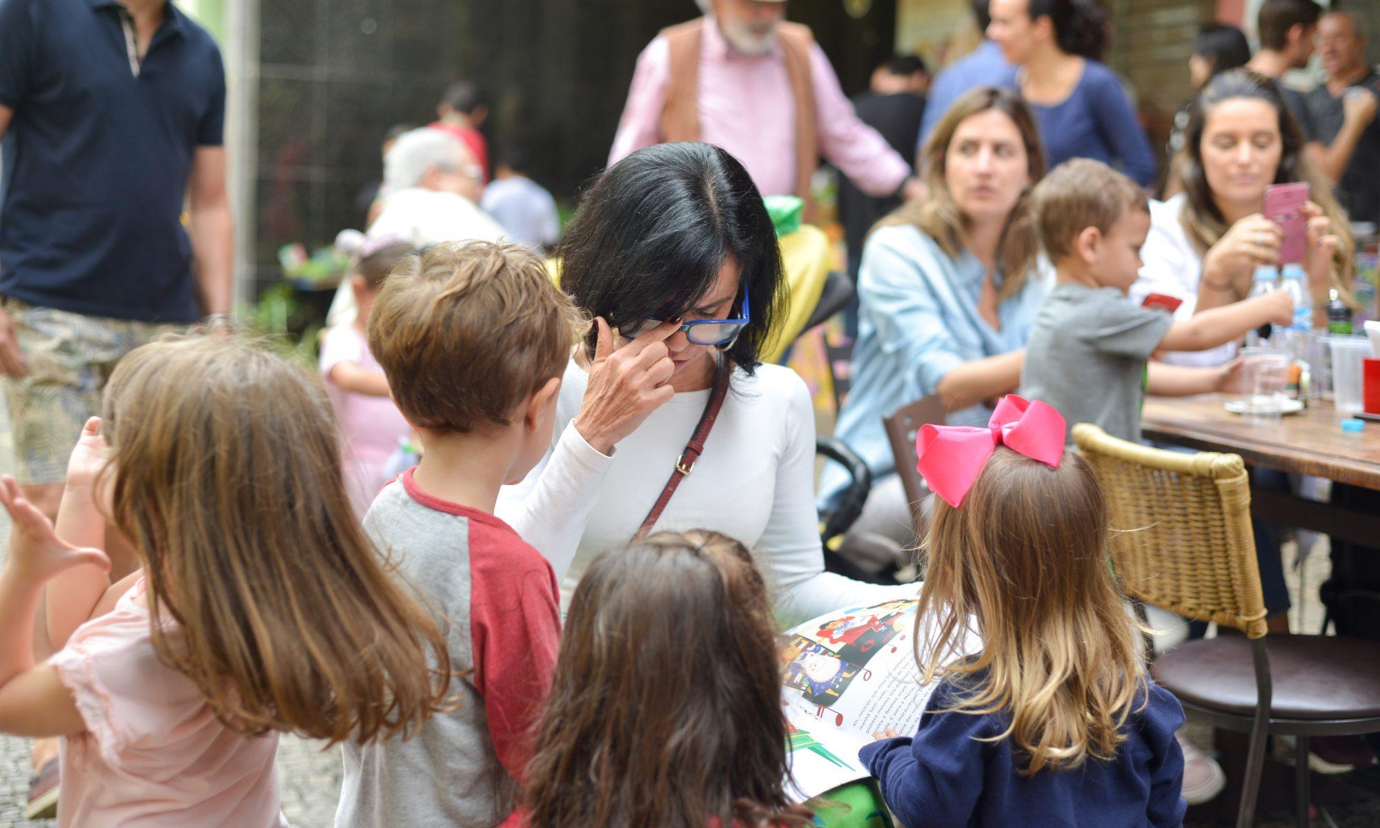 Crianças na Feira Fresca na Spiral com Café