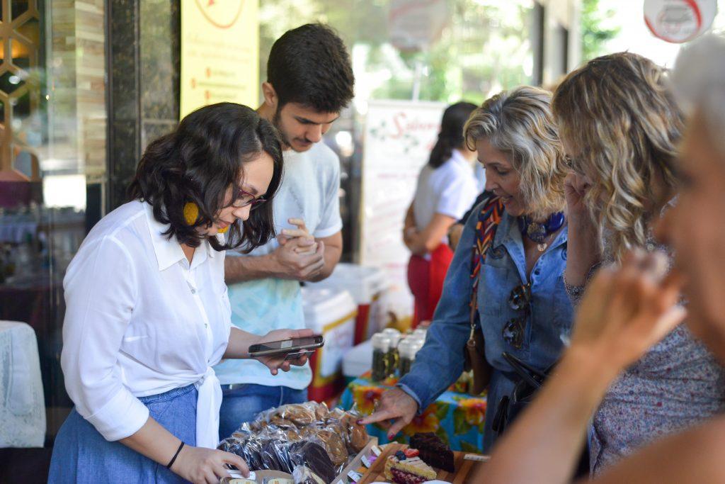 A Ameixa Confeiteira na Feira Fresca da Spiral com Café