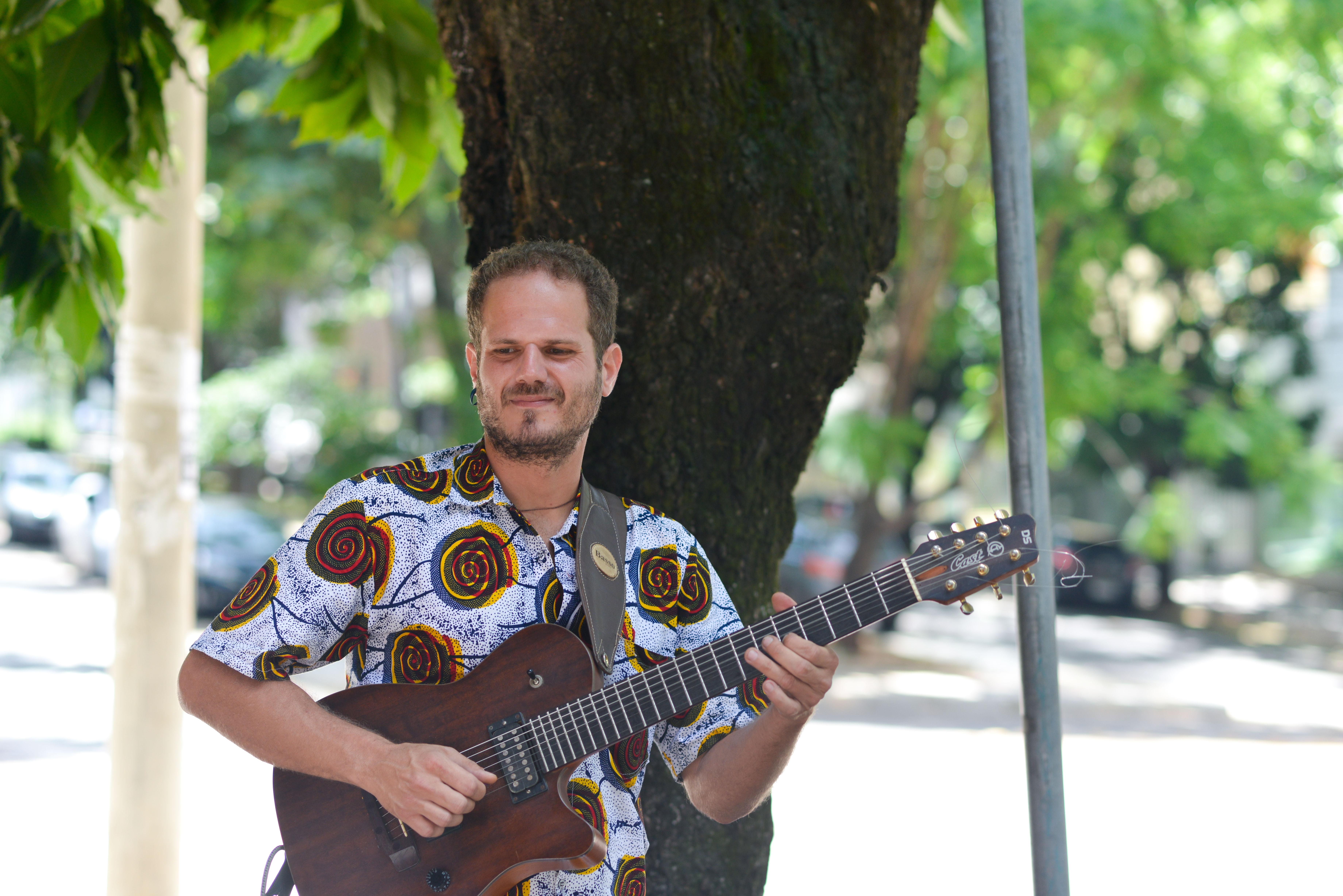 Apresentação Musical na Feira Fresca - Phillip Morais